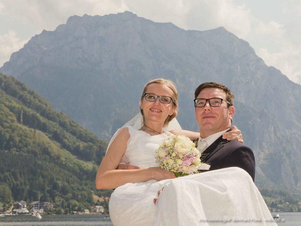 Hochzeitspaar am Traunsee/ Toskanapark Gmunden